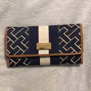 Tommy Hilfiger Trifold Fabric wallet